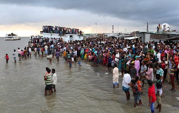 В Бангладеш затонул паром с 200 пассажирами: спаслись 50