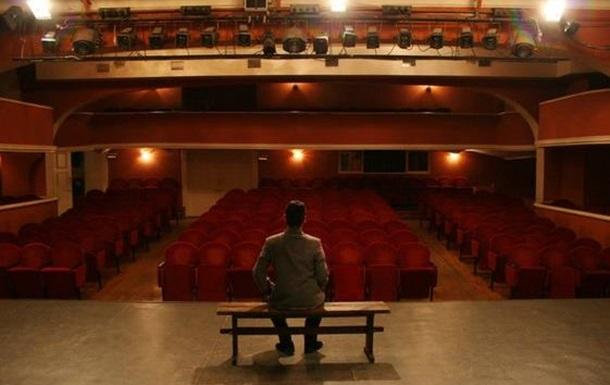 Театр починається з вішалки, а люди в ньому актори