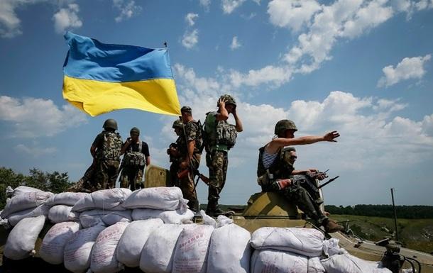 Военных обстреливают из танков и  Градов , потерь нет - пресс-центр АТО