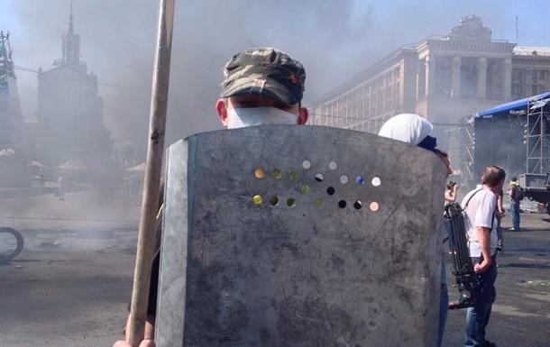 На Майдане готовятся к штурму и укрепляют баррикады