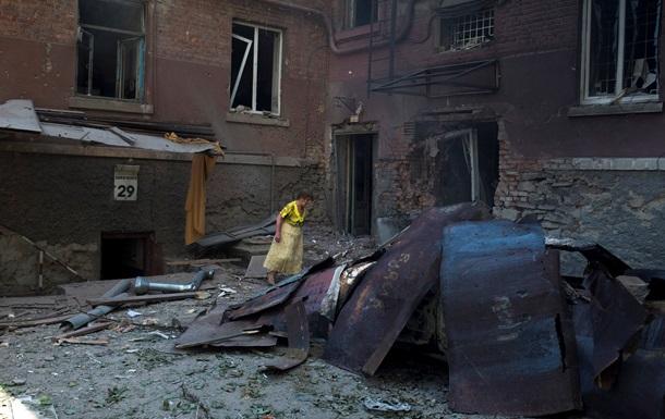 Луганск девятый день живет без света, воды и связи