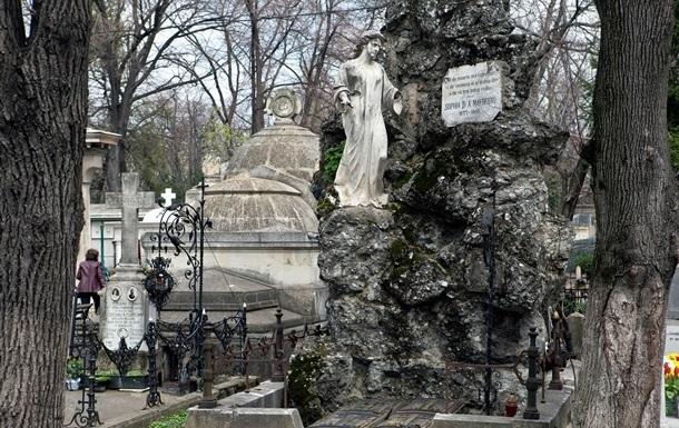 В России могут появиться частные кладбища - СМИ