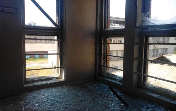 Под обстрел в центре Донецка попал университет и торговые центры