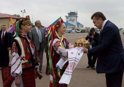 Бомбил бы Янукович Львов?