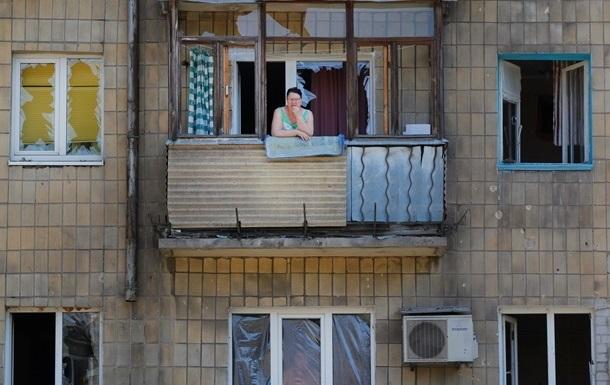 Под артобстрел ночью попал пригород Донецка, разрушены жилые дома