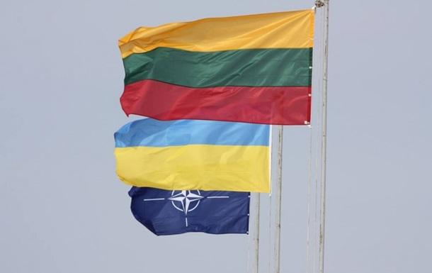Литва направляет украинским военным материальную помощь