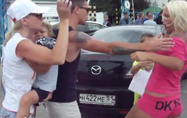 В очереди на паром из Крыма подрались беременная женщина и девушка с ребенком