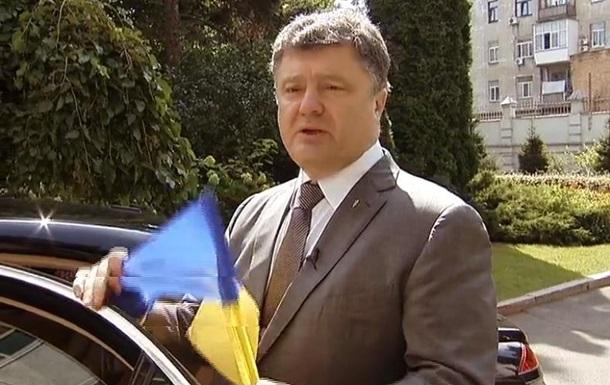 Порошенко увидел символизм в вывешенном украинском флаге в Москве