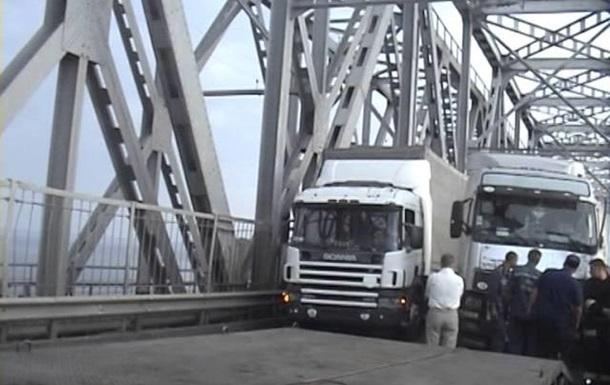 В Черкассах из-за ДТП остановлено движение по мосту через Днепр