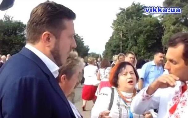 Депутат выступал на параде вышиванок под крики  Ганьба!