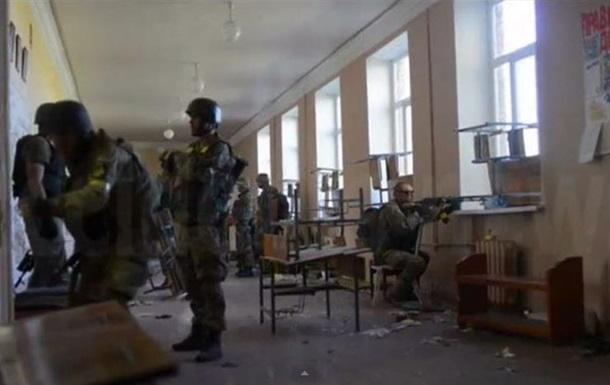 В Иловайске бойцы батальона Донбасс отстреливаются из школы