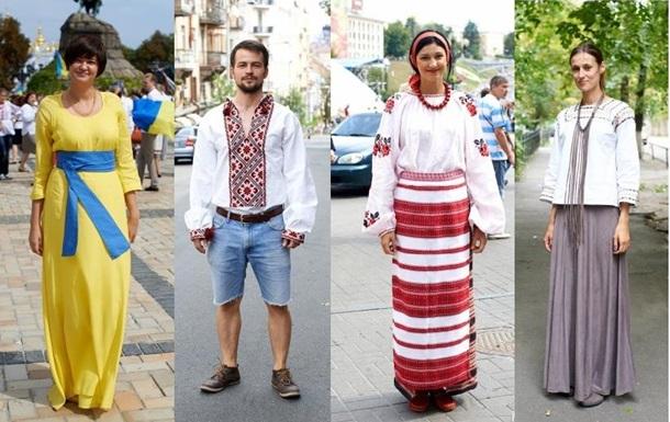 Вышиванки, джинсы, венки и кеды. Уличная мода в День Независимости в Киеве