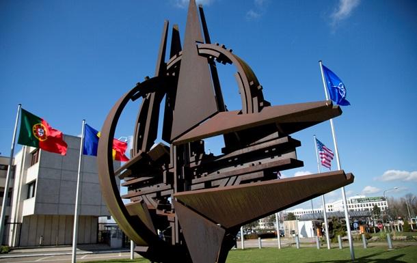 НАТО требует от России прекратить  нелегальные военные акции  в Украине