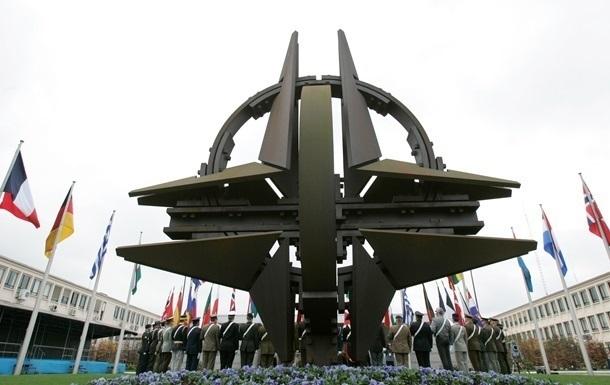 На саммите НАТО обсудят укрепление связей с Украиной