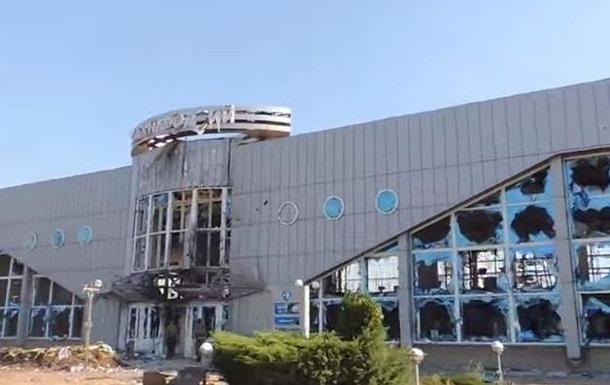 Советник МВД рассказал, почему военные оставили аэропорт Луганск