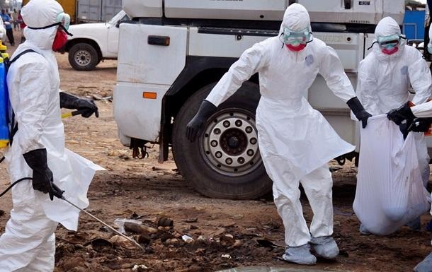 Медсестры Либерии бастуют, требуя обеспечить их средствами защиты от вируса Эбола