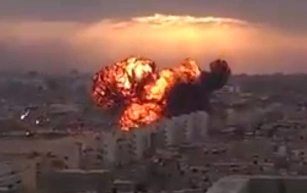 В Ливии военный самолет врезался в жилой дом - СМИ