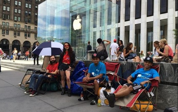 Желающие купить iPhone 6 разбили палатки в Нью-Йорке
