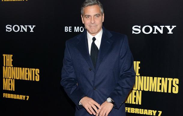 Ложь, коррупция, шантаж. Джордж Клуни снимет фильм о скандале с прослушиваниями телефонов