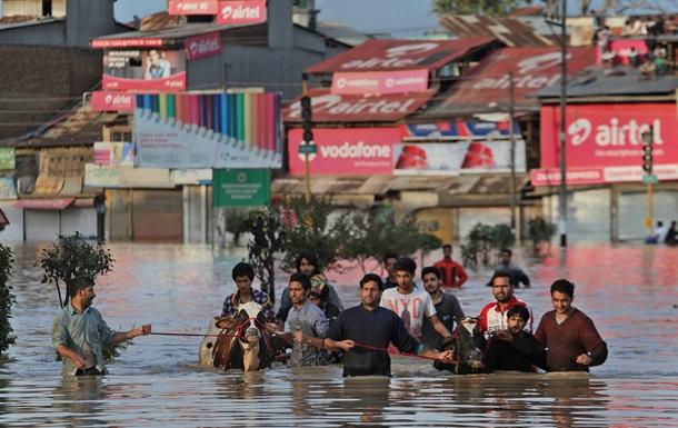 Число жертв наводнений в Индии превысило 170 человек