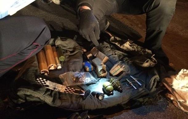 На въезде в Киев задержали авто со взрывчаткой и оружием