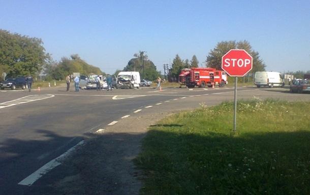 В Ровенской области столкнулись три автомобиля: погибли четыре человека