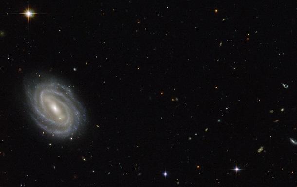 NASA показала галактику в созвездии Змеи