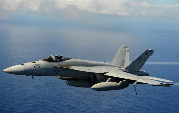 Над Тихим океаном столкнулись два истребителя США