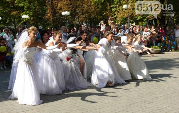В Николаеве прошел парад невест