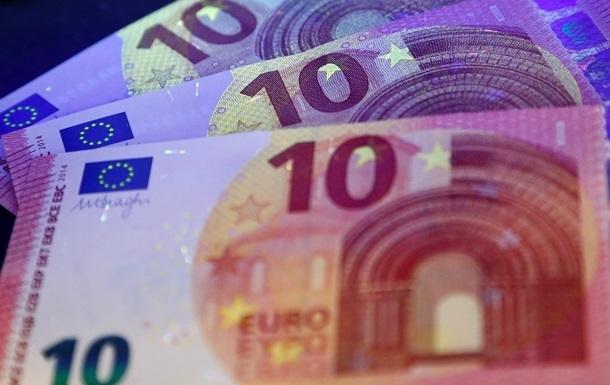 Нацбанк понизил официальный курс евро