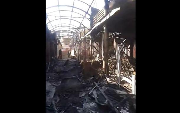 В результате обстрелов в Донецке сгорел рынок и пострадала школа
