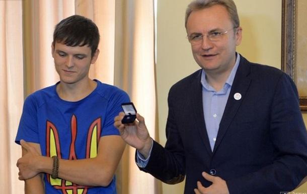 Во Львове наградили руфера, раскрасившего шпиль в Москве