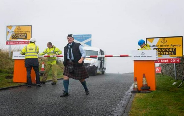 В Шотландии  ради смеха  установили фальшивую таможню на границе