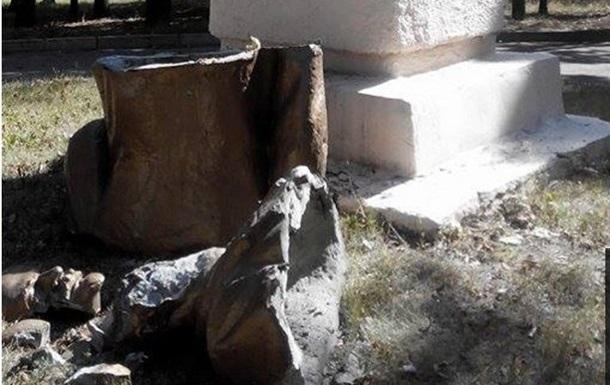 В Харькове в очередной раз снесли памятник Ленину
