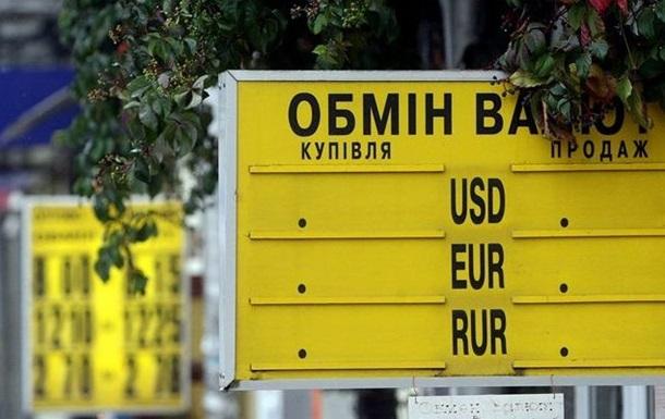 В Киеве банки не продают доллары - валюты нет