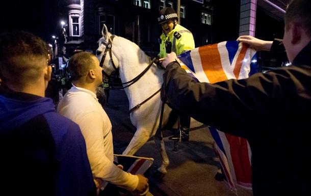 В Шотландии после стычек из-за референдума о независимости арестовали шесть человек
