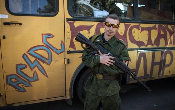 Сепаратисты обстреляли поселок в Луганской области - МВД