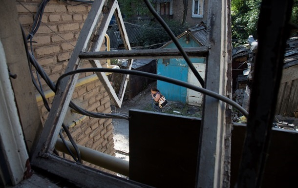 По всему Донецку раздаются звуки залпов, поврежден водопровод