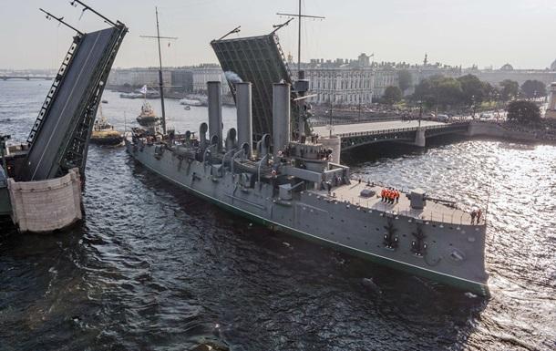 Крейсер Аврора отправили на ремонт. Фоторепортаж