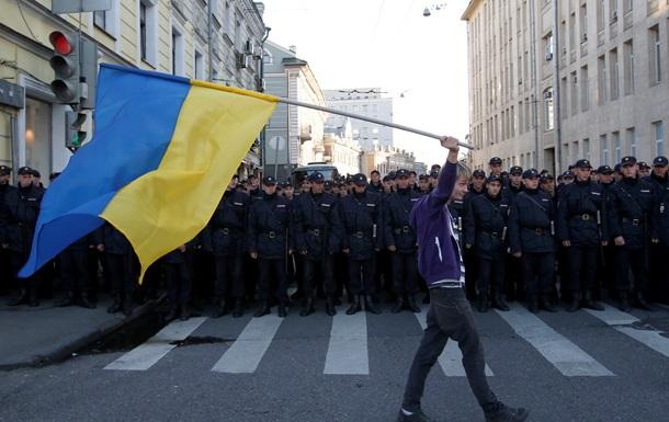 Россия с ДНР  и  Путин - вон из Украины . Как проходил Марш мира в Москве