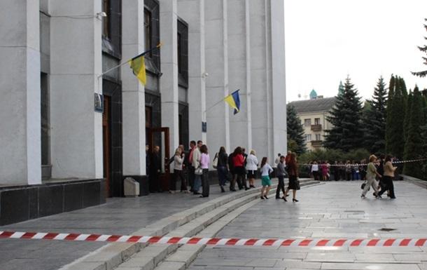 Минеры  добрались до Тернополя: взрывчатку искали в облсовете