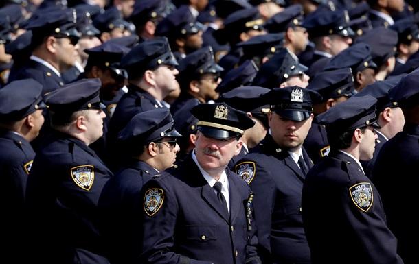 В США работник похоронного бюро выдавал себя за офицера полиции более 20 лет