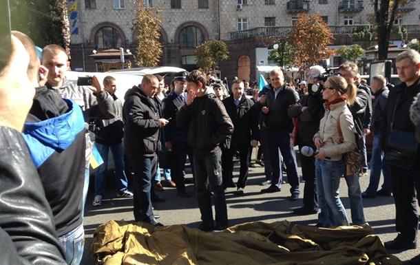 На Майдане избили митингующих из Харькова