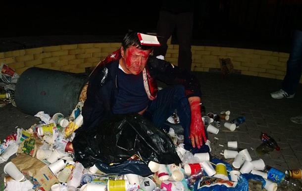 Пилипишин пожаловался в милицию на активистов, бросивших его в мусорный бак