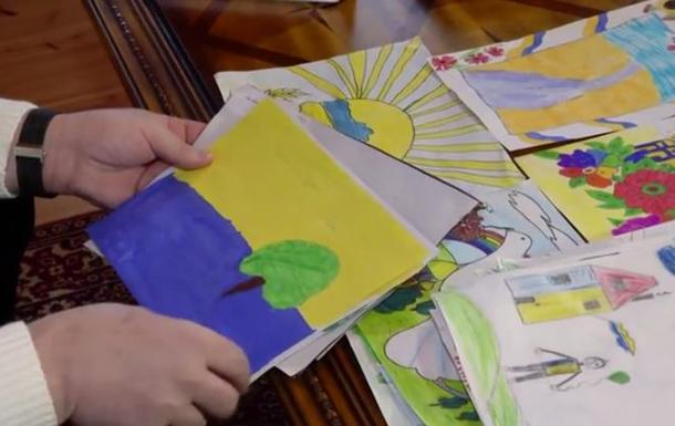 Порошенко получил от жены в подарок детские рисунки