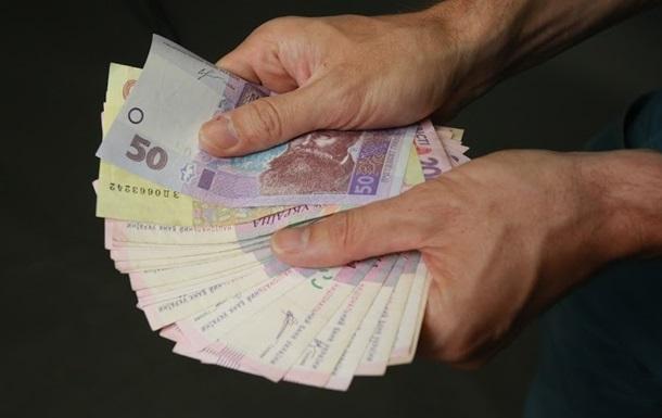 Реальная зарплата украинцев уменьшилась на 12,7%