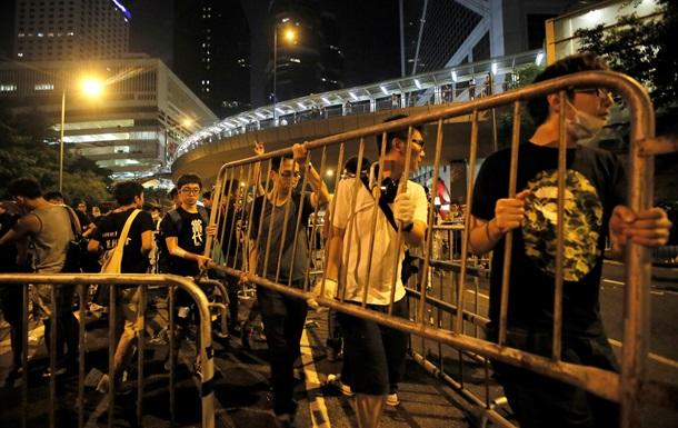 Протестующие в Гонконге возводят баррикады