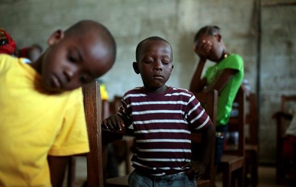 В Западной Африке 3700 детей остались сиротами из-за лихорадки Эбола
