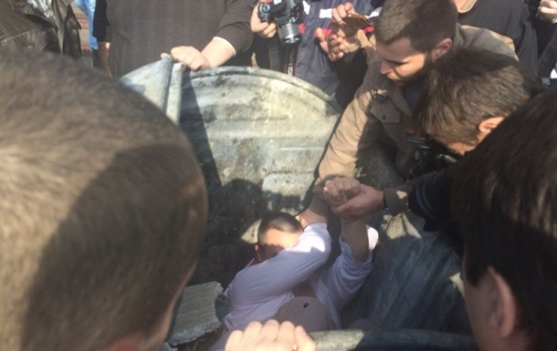 Участились случаи избиения и унижения кандидатов в народные депутаты на выборах в Раду 2014.