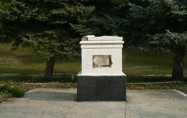 В Северодонецке демонтировали обгоревший бюст Ленина